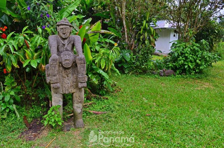 Estatua de Cacique llevados por súbditos