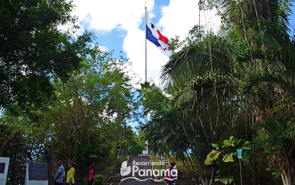 Bandera panameña, la más grande del país.