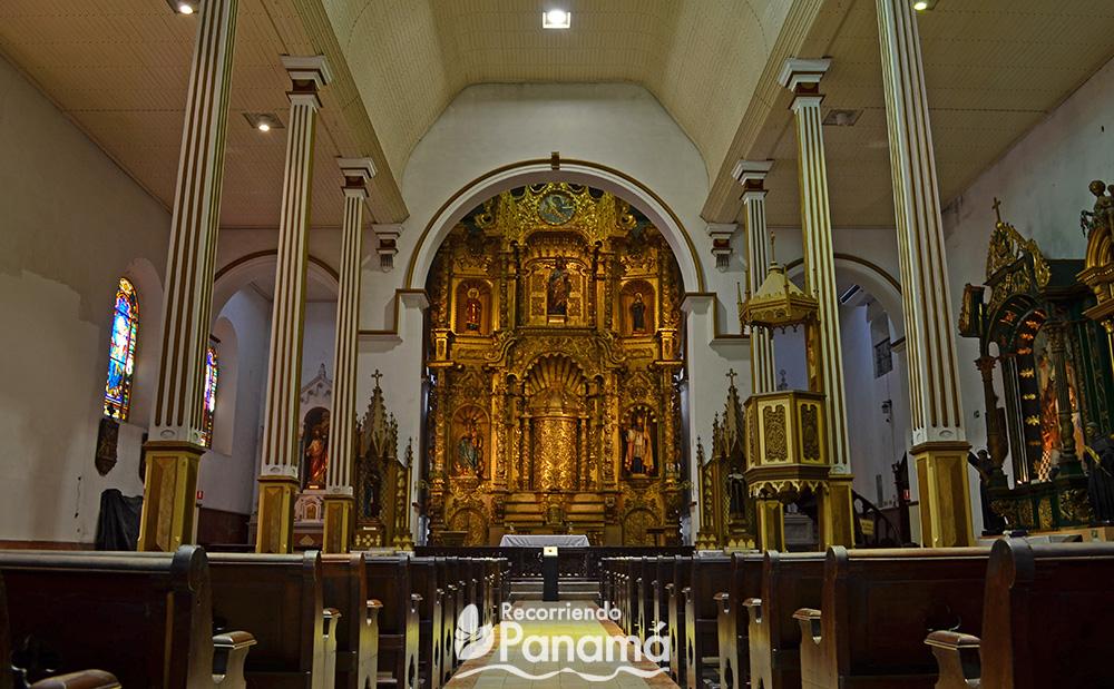Altar de oro de la Iglesia San José.