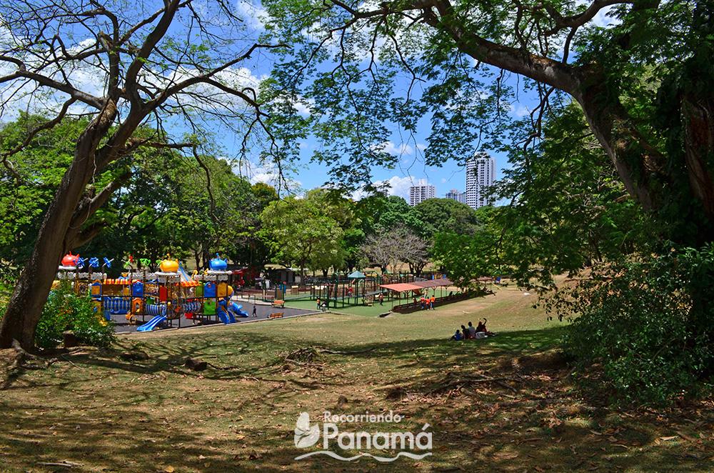 Área para niños en el Parque Omar.