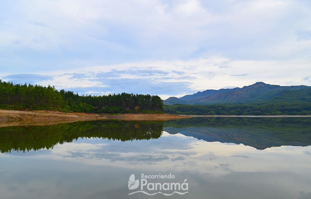 La laguna de La Yeguada.