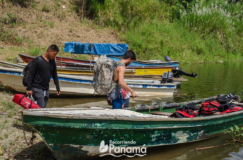Embarcándonos parar llegar la comunidad Majé Cordillera.