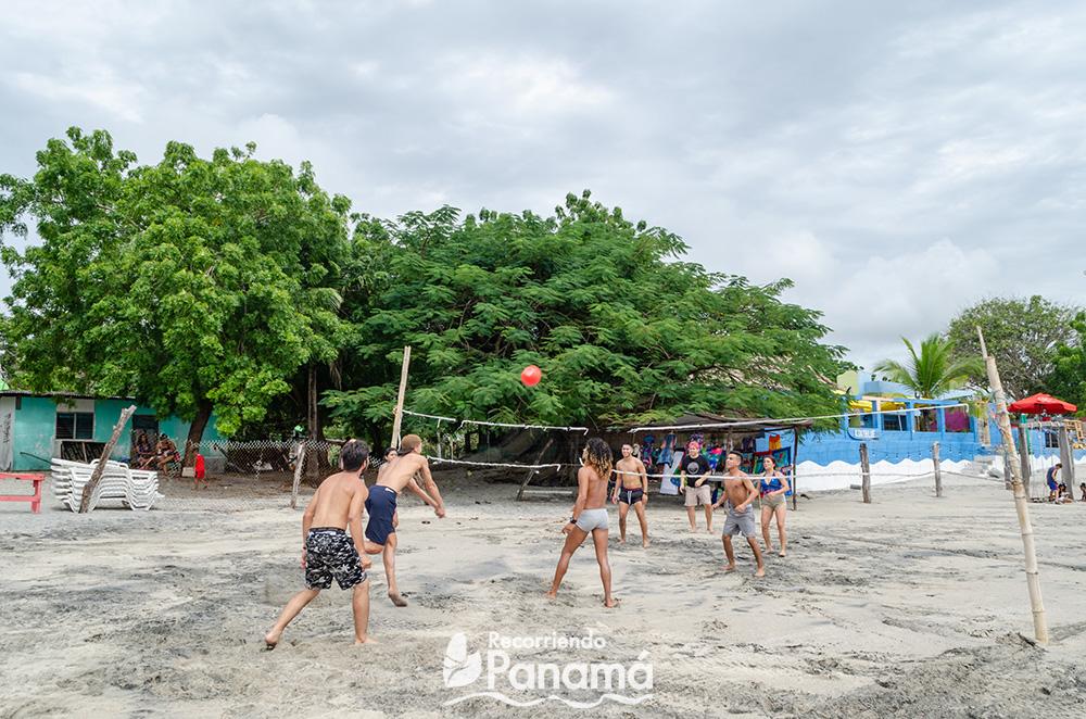 Voleibol en la playa.