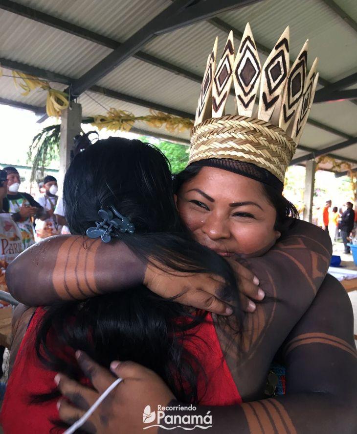 Sara Omi y su madre