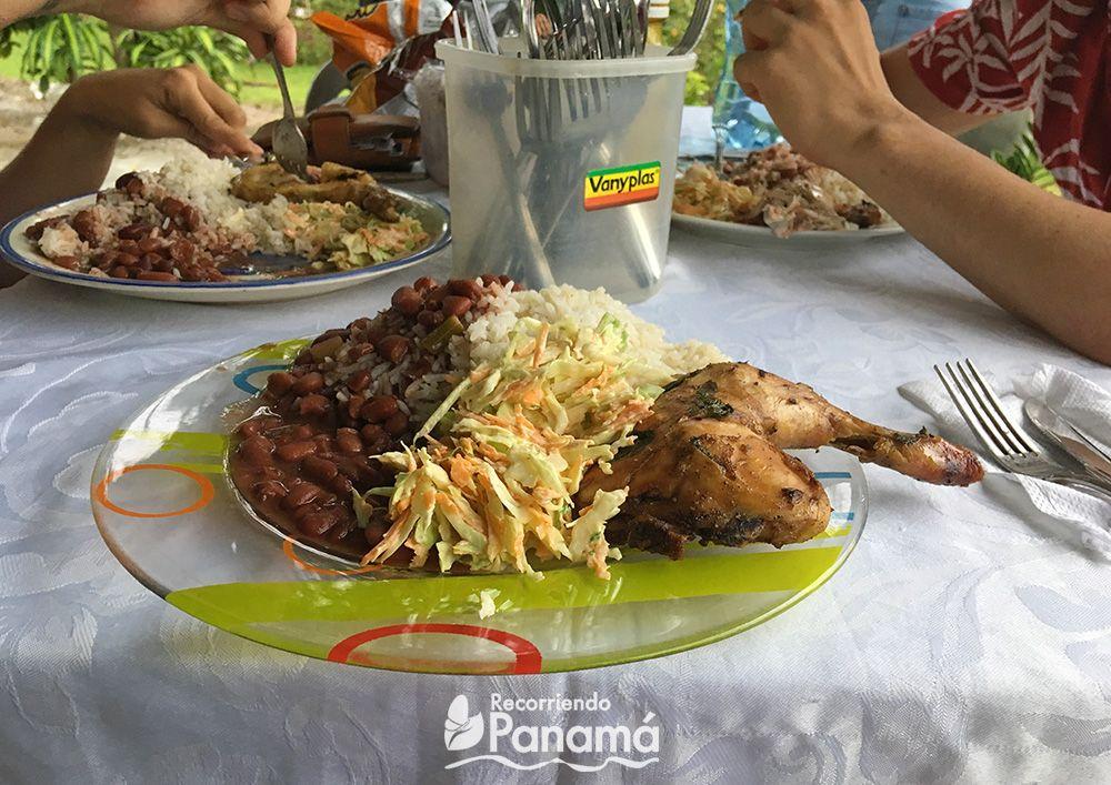 Almuerzo en una casa en La Yeguada.