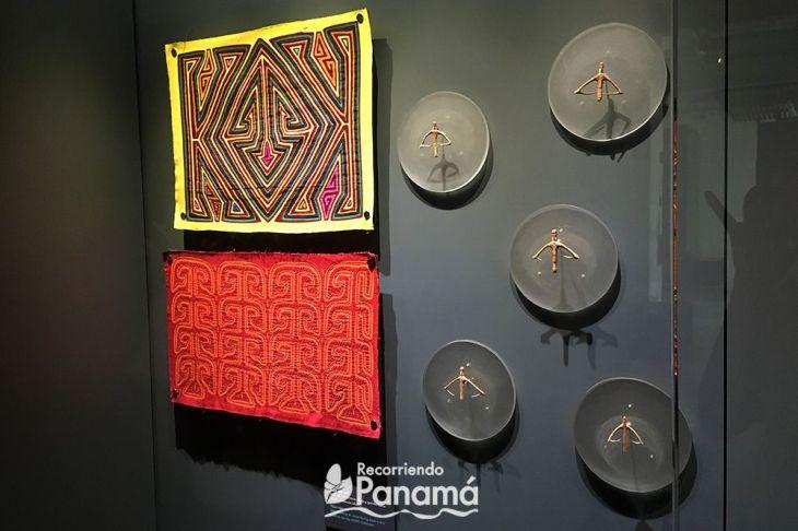 Los amuletos de protección y Molas con representaciones de los mismos.